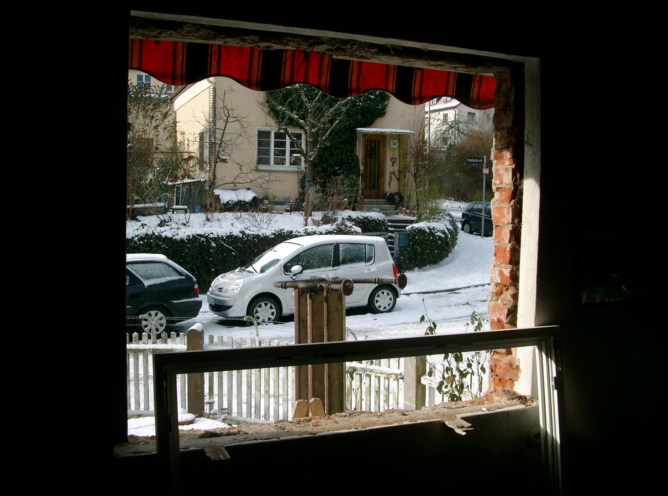 Schneetreiben, Sonnenschein & grosses Loch in der Wand von Innen